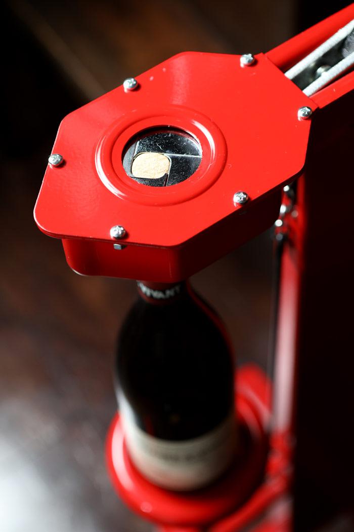 リコルク途中のワインの写真